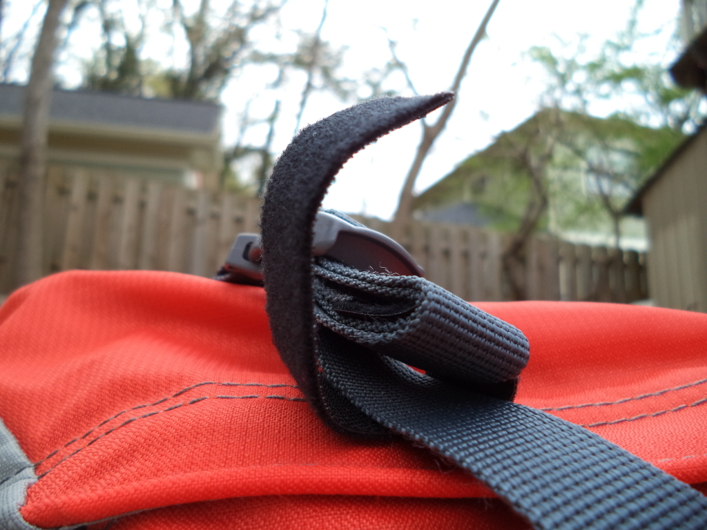 how to put straps on a backpack