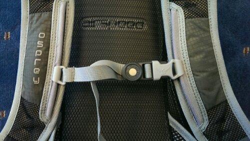 Adjustable sternum strap with bite-valve magnet